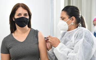 Terceirizados, residentes e estagiários da UENP receberam vacina contra Covid -19