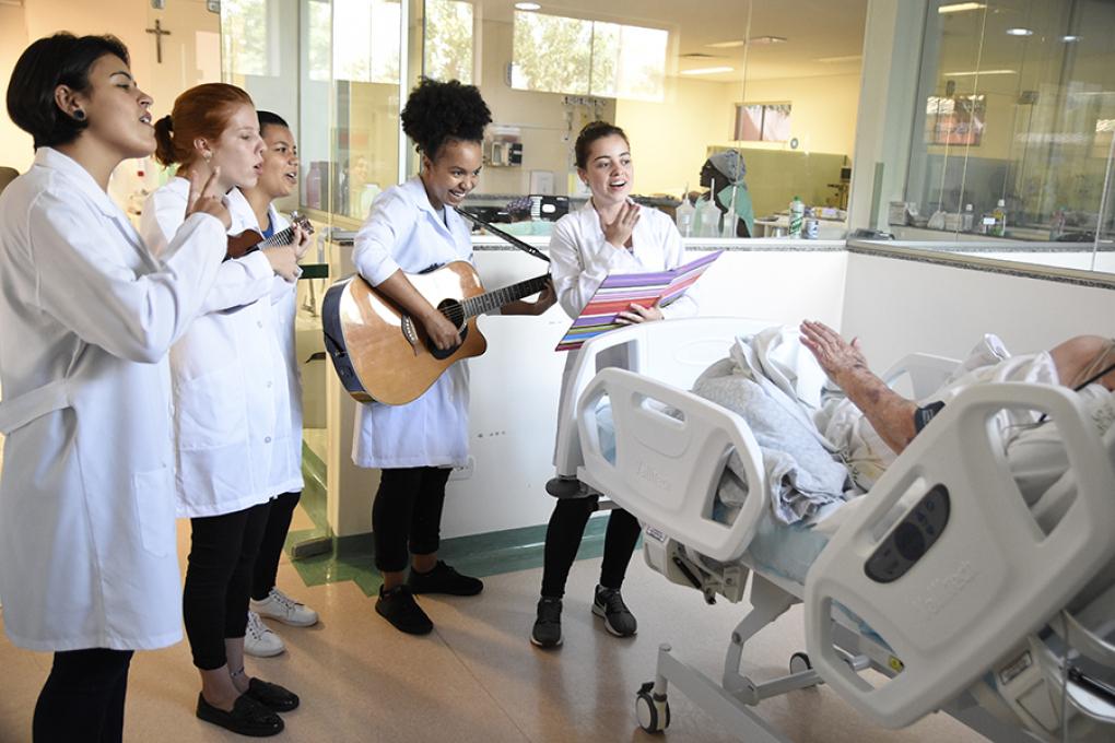 Projeto De Música Leva Acolhimento E Bem Estar A Hospital De
