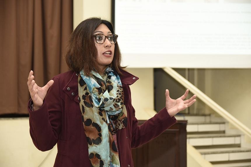 Professora da Argentina visita UENP